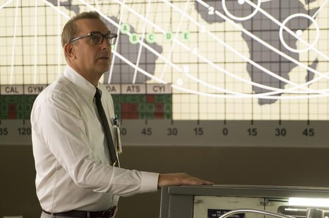 Kevin Costner em cena do filme 'Estrelas além do tempo' (Foto: Divulgação)