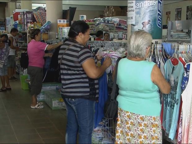 Lojas de roupas são umas das mais procuradas pelos estrangeiros (Foto: TV Globo/ Reprodução)