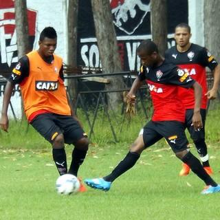 Jogadores do Vitória disputam coletivo na Toca do Leão (Foto: Divulgação/E.C. Vitória)