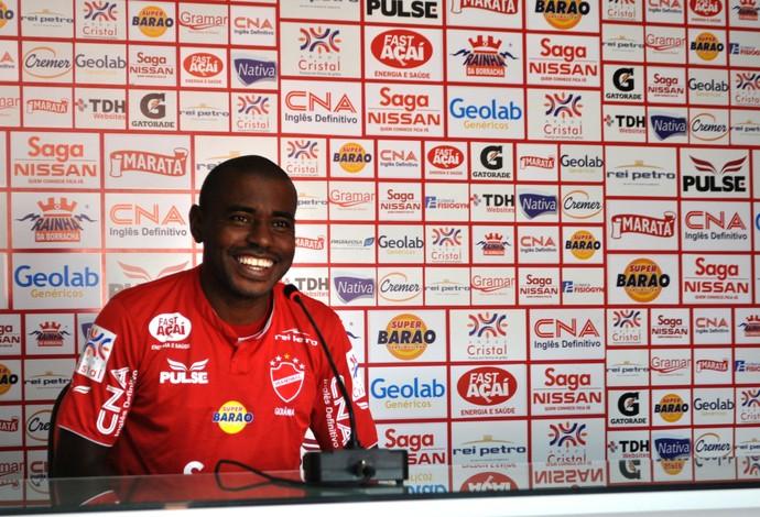 Baiano se apresenta ao Vila Nova (Foto: Reprodução / TV Anhanguera)