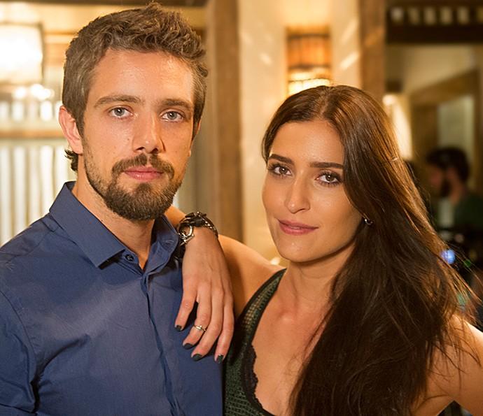 César e Carol, personagens de Rafael Cardoso e Maria Joana, serão aliados em 'Sol Nascente' (Foto: TV Globo / Mauricio Fidalgo)