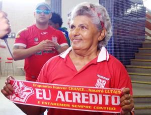 Dona Gisélia torce pelo Sergipe desde criança (Foto: Felipe Martins/GLOBOESPORTE.COM)