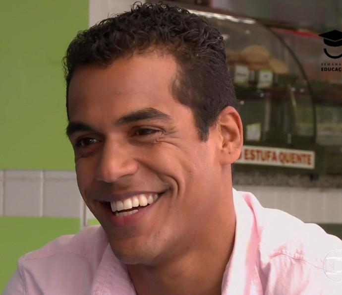 Marcello Melo Jr. conversa com Angélica sobre a importância da escola em sua vida (Foto: TV Globo)