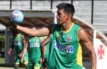 Coadjuvante eficaz: Julio dos Santos joga 180 minutos e ajuda defesa (Paulo Fernandes/Vasco.com.br)