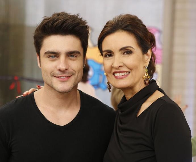 O ator Guilherme Leicam posa com a apresentadora  (Foto: Ellen Soares/Gshow)