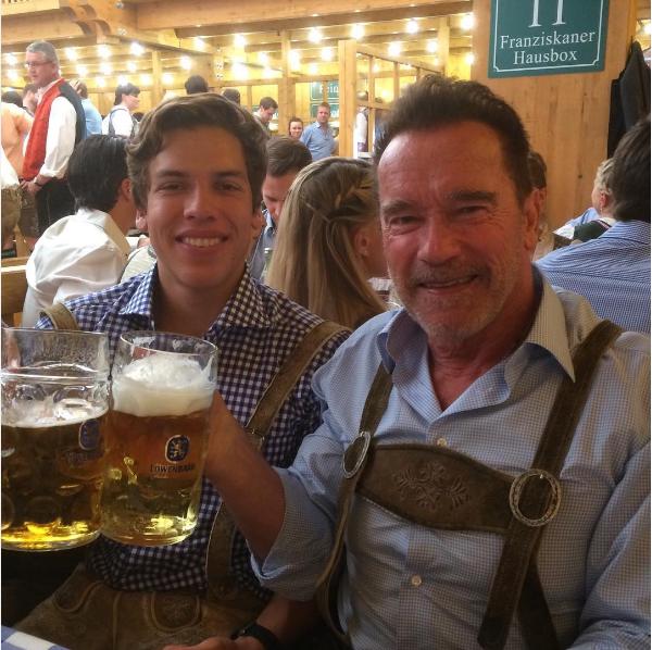 Arnold Schwarzenegger com o filho Joseph (Foto: Instagram)
