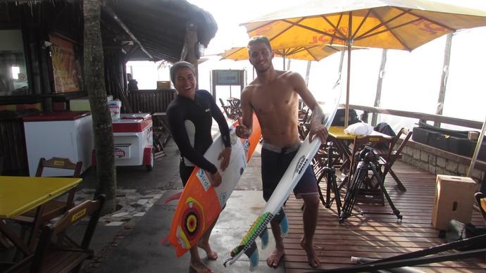 Filipe Toledo e Silvana Lima participam de gravação de clipe da banda Oriente na Praia da Reserva, no Rio de Janeiro surfe (Foto: Felipe Siqueira)