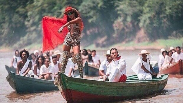 Annita: canoa e visual de oncinha (Foto: Reprodução Instagram)