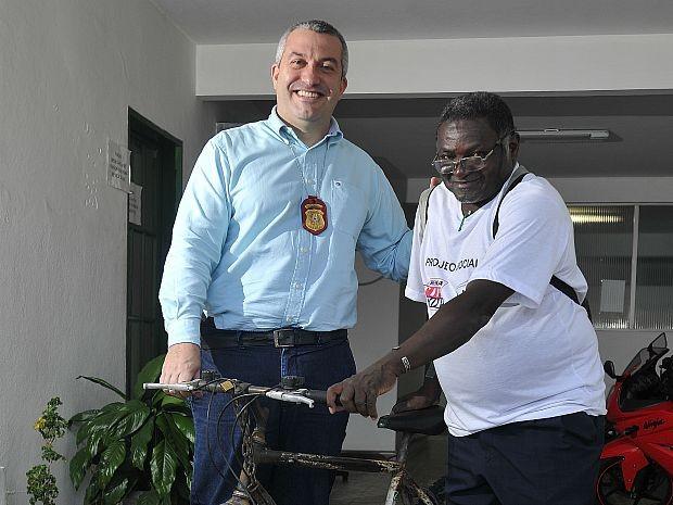 Pedreiro Joaquim que fez Direito conhece rotina de delegado, espírito santo (Foto: Marcelo Prest/A Gazeta)