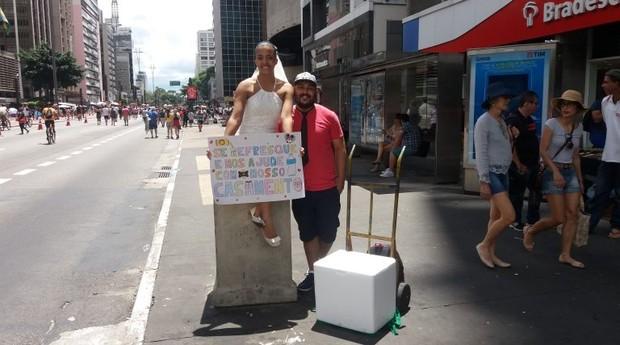 O casal formado por Lethicia Cancio e Leandro Vieira  (Foto: Reprodução/Estadão)
