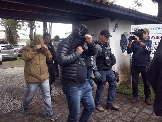 Mandados de prisão foram cumpridos também em Curitiba (Foto: Edi Carlos/RPC)