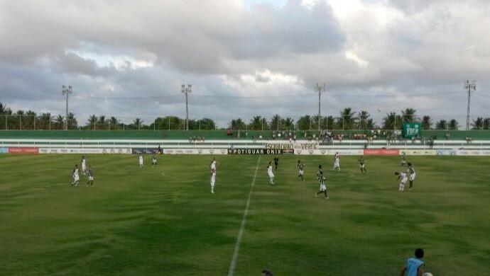 Alecrim x Palmeira, no Estádio Ninho do Periquito (Foto: Victor Lyra)