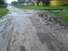 Falta de asfalto e rua com lama geram reclamações em Itanhaém, SP