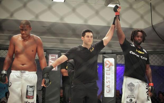 Ewerton Teixeira x Ednaldo Novaes MMA (Foto: Pedro DeSouza)