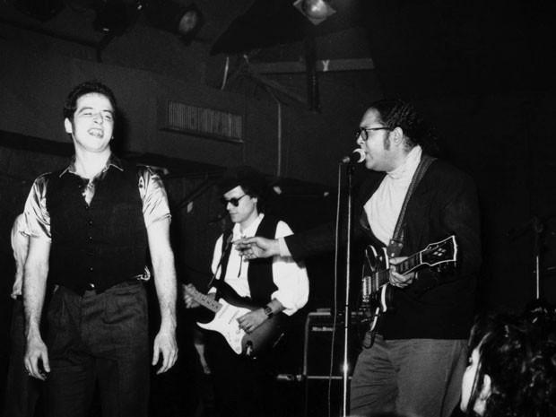 Com Skowa em show de blues no Aeroanta, em 1991 (Foto: Arquivo pessoal)