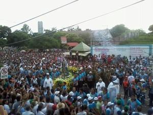 Caminhada iniciou às 7h15. (Foto: Glebson Viana/G1)