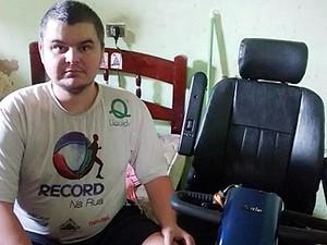 Rapaz de 32 anos foi recebeu ajuda dos policiais militares (Foto: Mário Zambelli/Descalvado News)