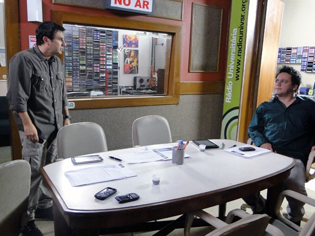 Bertoni e Fabiano correm atrás de um ator para susbtituir Kiko (Foto: Malhação / Tv Globo)