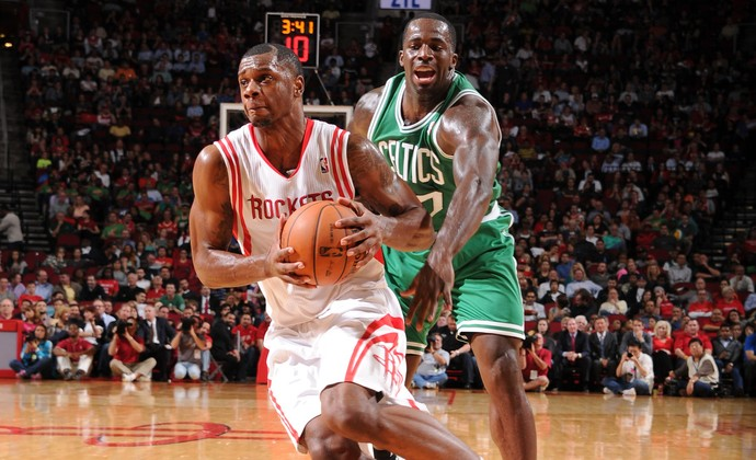 Terrence Jones e Brandon Bass Boston Celtics x Houston Rockets (Foto: Getty Images)