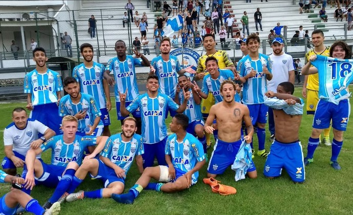Avaí sub-20 após vitória sobre o Fluminense (Foto: twitter.com/AvaiFC)