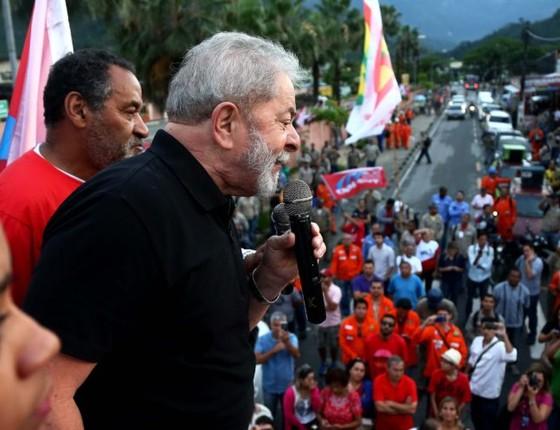 Lula em ato em defesa da industria naval em Angra dos Reis (RJ) (Foto: Filipe Araujo)