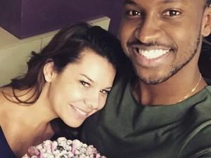 Thiaguinho posa com Fernanda Souza, que exibe novo visual (Foto: Arquivo Pessoal)