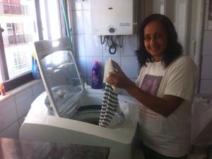 Moradora adotou práticas para economizar água em casa (Foto: Hélio Breder/ Arquivo Pessoal)