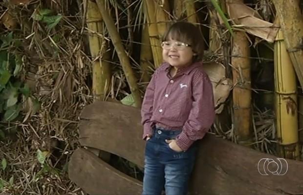Crianças com síndrome de Down estrelam campanha de moda em Rio Verde, Goiás (Foto: Reprodução/TV Anhanguera)