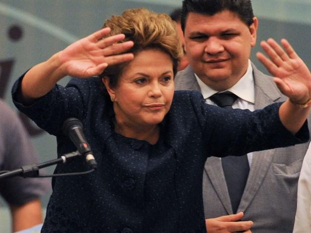 A presidente Dilma Rousseff se desculpa ao ser vaiada por chamar pessoas com deficiência de 'portadores', durante a 3ª Conferência Nacional dos Direitos da Pessoa com Deficiência, em Brasília. Depois, presidente corrigiu e disse 'pessoas com deficiência'. (Foto: Pedro Ladeira/Frame/Folhapress)