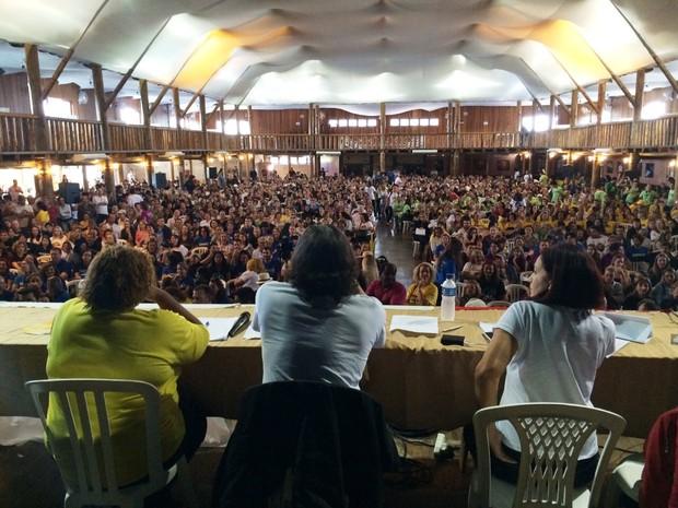 Professores se reuniram em centro de eventos em Biguaçu (Foto: João Salgado/RBS TV)