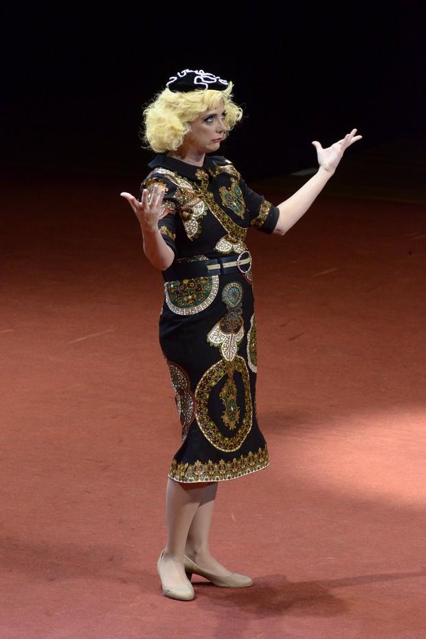 Letícia Isnard como Dercy Gonçalves (Foto: Roberto Teixeira/EGO)