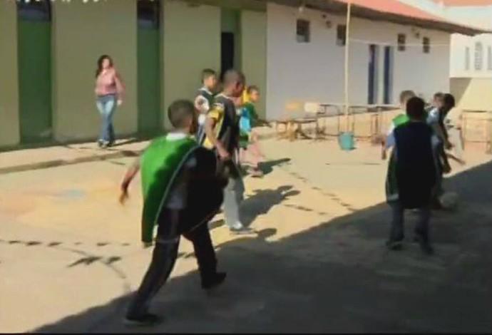 alunos de Oliveira (Foto: Reprodução/TV Integração)