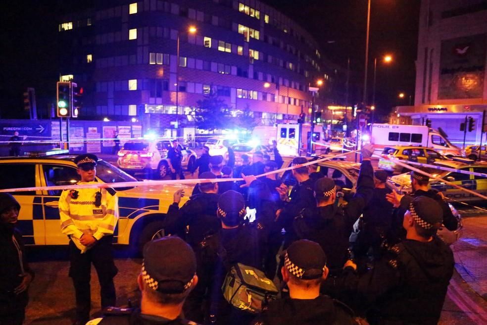 Policiais atendem ocorrência em Finsbury Park, em Londres (Foto: Reuters/James Cropper)