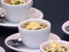 Polenta de queijo coalho com ragu de frango é alternativa para dias frios
