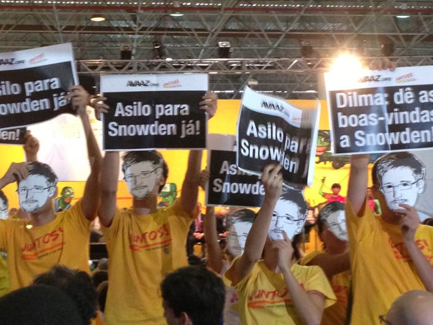 Manifestantes pedem asilo para Snowden (Foto: Tatiana Santiago/G1)