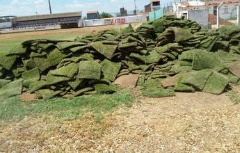 Castigado pela seca, gramado do Pereirão passa por reparos para o PE