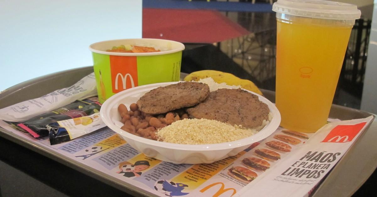Sem divulgar, McDonald's vende arroz e feijão no Brasil