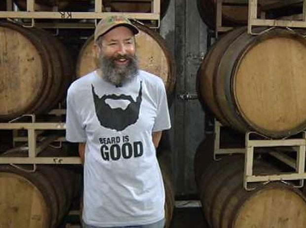 Rogue está desenvolvendo cerveja que leva entre os ingredientes a barba de seu mestre cervejeiro John Maier. (Foto: Reprodução)