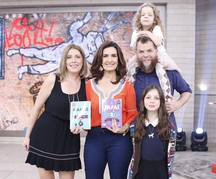 Apresentadora com a família Piangers (Foto: Ellen Soares/Gshow)