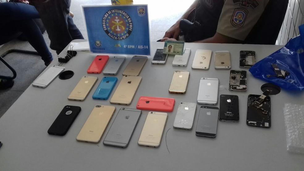 19 celulares foram apreendidos (Foto: Divulgação / Polícia Militar)