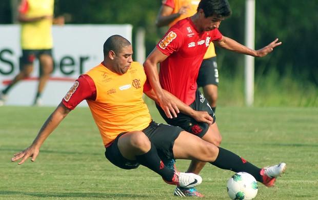 Adriano e Cáceres, Flamengo (Foto: Bernardo Monteiro / VipComm)
