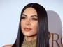Curvas de Kim Kardashian chamam a atenção em première nos EUA