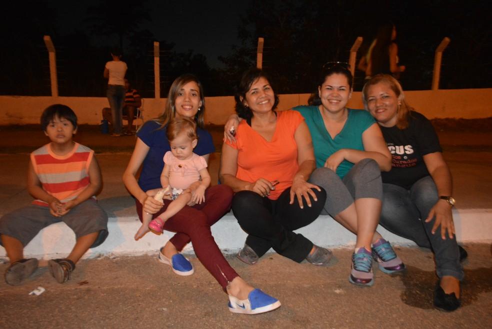 Sempre em família, Jeane Chagas, Taís Manfaile, Kênia Manfaile e Adriane Chagas dizem que acompanham a Marcha há 16 anos (Foto: Toni Francis/G1)
