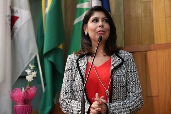 Vanessa Carlos agradece a Moção de Aplausos (Foto: Arquivo Pessoal)
