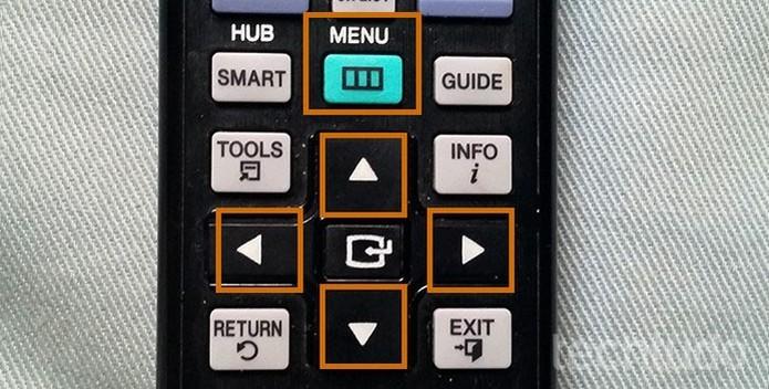 Acesse o menu de recursos da Smart TV Samsung (Foto: Barbara Mannara/TechTudo)
