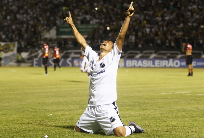Comemorção ABC - Erivélton - ABC x Botafogo-SP (Foto: Alexandre Lago/GloboEsporte.com)