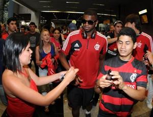 Chegada do Flamengo ao aeroporto (Foto: Andre Durão)