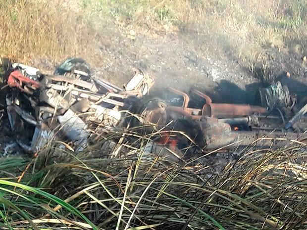 Carreta explode após capotamento e motorista morre carbonizado na Bahia (Foto: Divulgação/PRF)
