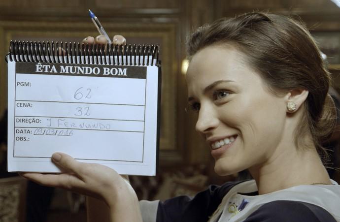 Bianca Bin dá início à gravação de uma cena de Êta Mundo Bom! (Foto: TV Globo)