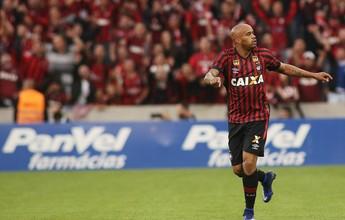 Antes largado, Thiago Heleno dá volta por cima e vira xodó no Atlético-PR